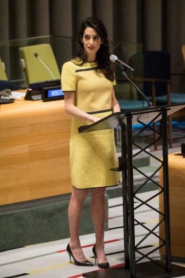 Amal sfoggia il pancino durante l'intervento alle Nazioni Unite