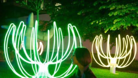 Poesie di Neon: ecco l'opera che illumina le notti del Fuorisalone a Milano