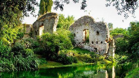 Giardino di Ninfa, un percorso tra rovine e natura