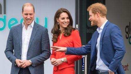"""Il look """"rosso passione"""" di Kate Middleton"""