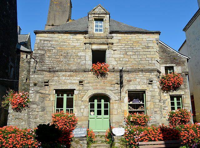 https://fr.wikipedia.org/wiki/Fichier:Maison_de_1666_-_Rochefort-en-Terre.jpg