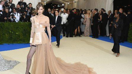 Met Gala 2017, sfida tra sorelle: i sexy look di Gigi e Bella Hadid Vs Kendall e Kylie Jenner