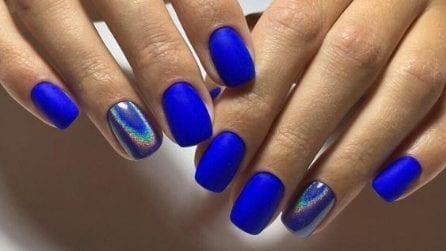 Manicure: è il momento del blu