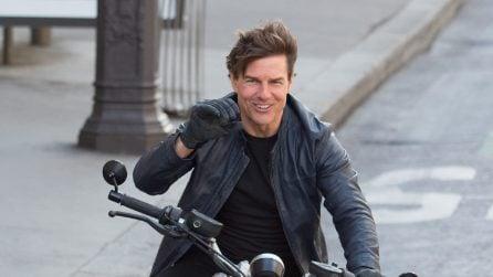 """Tom Cruise in moto senza casco sul set di """"Mission Impossible 6"""""""