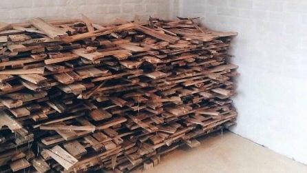 Usa gli scarti del legno e quello che riesce a creare è stupefacente