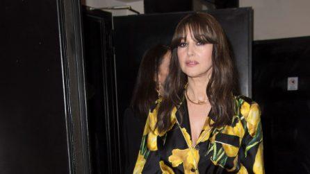 Monica Bellucci in vestaglia alla prima del film