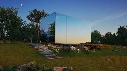 Sembra una mini casa di vetro ma gli interni vi stupiranno
