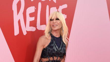 Donatella Versace arriva a Cannes