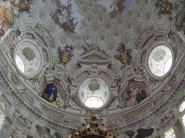 https://commons.wikimedia.org/wiki/File:Vicoforte,_Basilica_della_Nativit%C3%A0_di_Maria_Santissima,_Dome_006.JPG