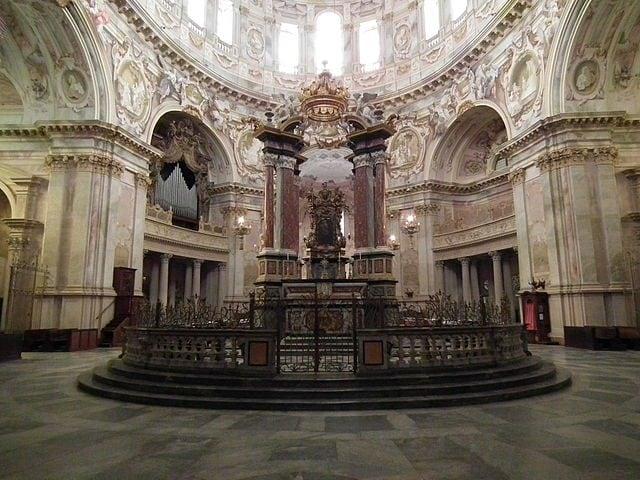 https://commons.wikimedia.org/wiki/File:Vicoforte,_Basilica_della_Nativit%C3%A0_di_Maria_Santissima_012.JPG