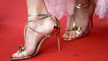 Scarpe troppo grandi sul red carpet