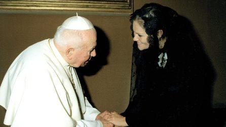 Le First Lady che hanno indossato il velo all'incontro con il Papa