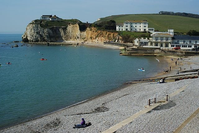 https://commons.wikimedia.org/wiki/File:Freshwater_Bay,_Isle_of_Wight_-_geograph.org.uk_-_1801121.jpg