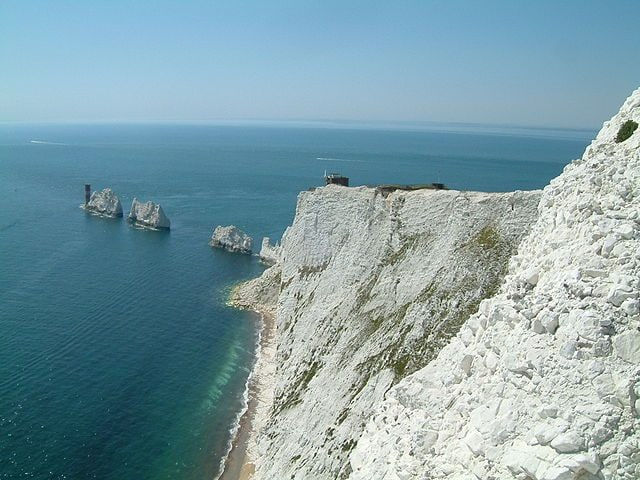 https://commons.wikimedia.org/wiki/File:Isles_of_Wight_-_the_Needles_03.jpg