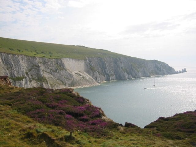 https://it.wikipedia.org/wiki/File:Isle_of_Wight_coastline.jpg