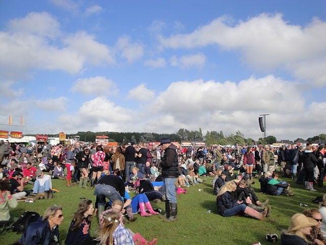 https://commons.wikimedia.org/wiki/File:Isle_of_Wight_Festival_2012_6.JPG