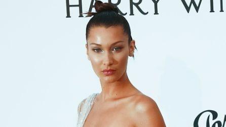 Bella Hadid sexy a Cannes: l'abito trasparente rivela lo slip