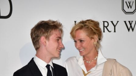 Uma Thurman sul red carpet con il figlio