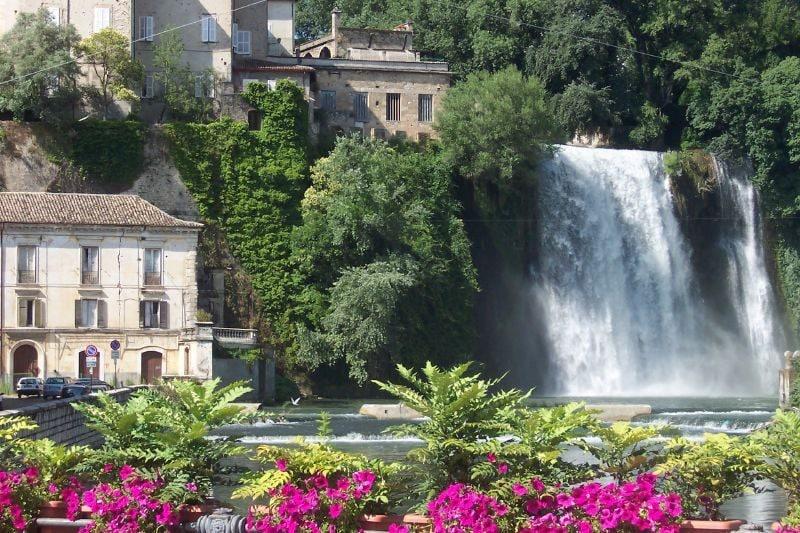 https://commons.wikimedia.org/wiki/File:Cascata_Isola_del_Liri.jpg