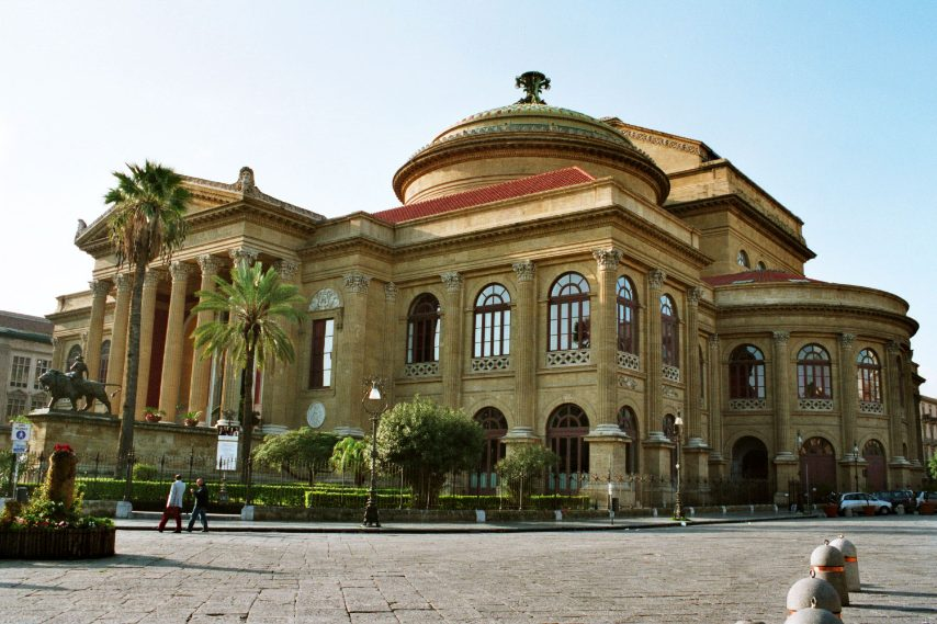 https://it.wikipedia.org/wiki/Giovan_Battista_Filippo_Basile#/media/File:Palermo-Teatro-Massimo-bjs2007-02.jpg