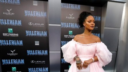 Rihanna è ingrassata: le foto in cui mostra le curve