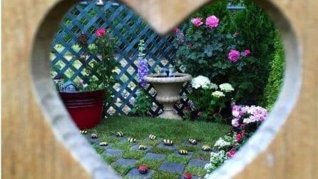 Il giardino sembra incantato: il regalo alla sua piccola bimba