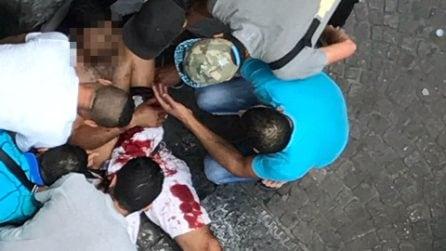 Lite tra immigrati al Corso Umberto, le foto del ferito