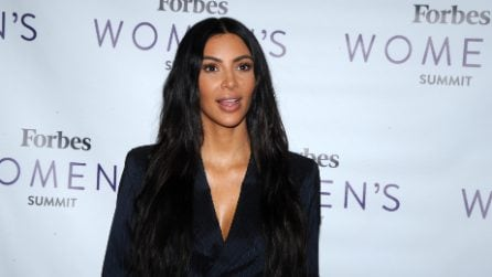 """Il look """"mascolino"""" di Kim Kardashian"""