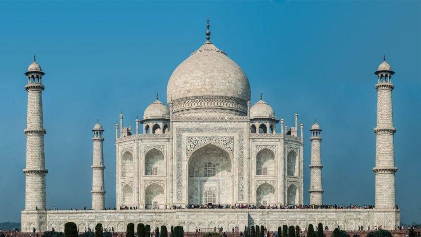 Anche il Taj Mahal, in India, durante la dominazione britannica, ha rischiato la distruzione. Costruito nel 1632 dall'imperatore moghul Shah Jahan in memoria della moglie preferita Arjumand Banu Begum, oggi il Taj Mahal è uno dei monumenti architettonici più belli del mondo.