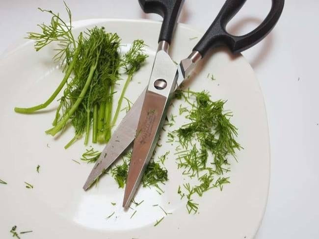 Use kitchen scissors to cut herbs fast and easily.