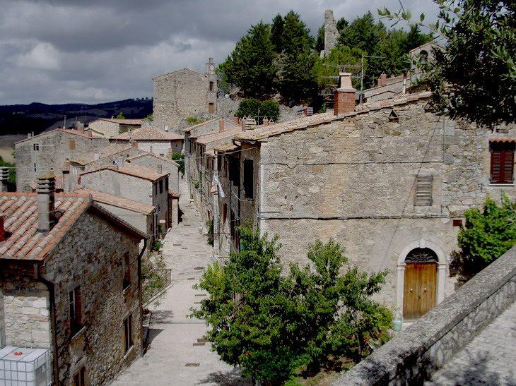 https://it.wikipedia.org/wiki/File:Panorama_Rocchette_di_Fazio.jpg