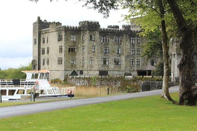 https://commons.wikimedia.org/wiki/File:Ashford_Castle,Cong,Co.Mayo,Ireland_-_panoramio_(6).jpg