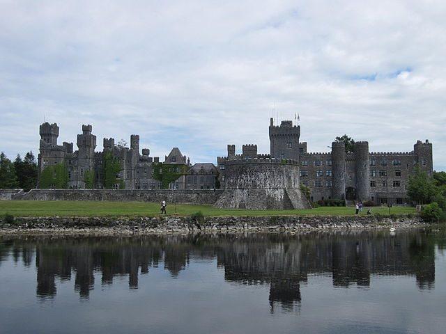 https://commons.wikimedia.org/wiki/File:Ashford_castle_from_Lough_Corrib.JPG