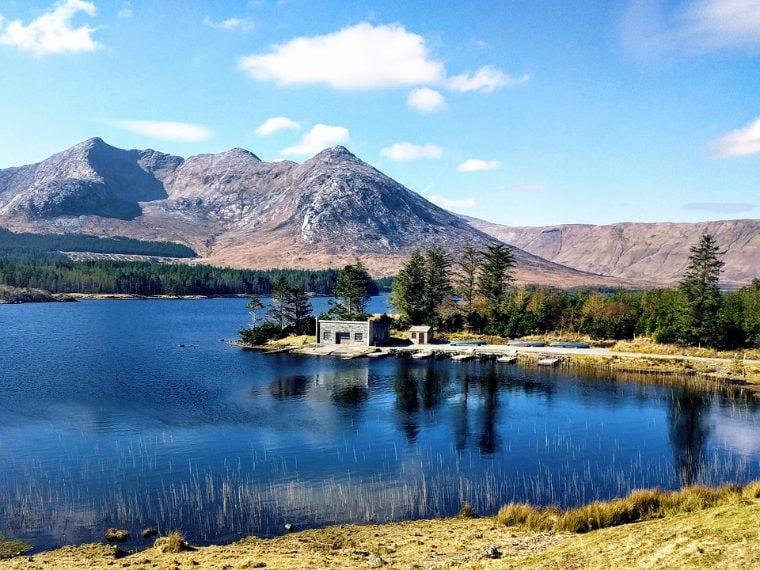 https://pixabay.com/it/irlandese-irlanda-connemara-lago-2406898/