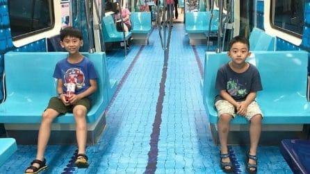 Sembra una piscina ma è un comune vagone della metropolitana di Taipei