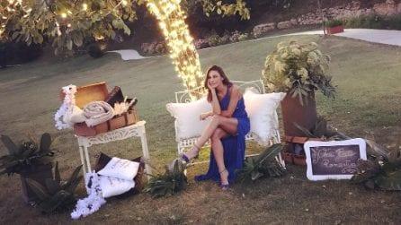 Anna Tatangelo in blu per il matrimonio del cugino