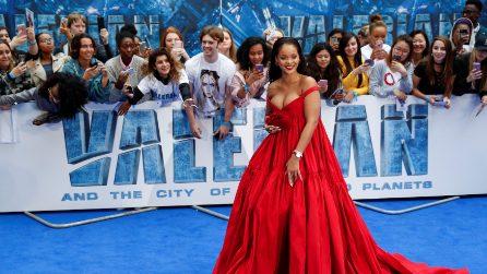 Rihanna sexy in rosso per la prima del film