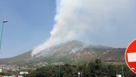 Mercogliano, a fuoco la montagna di Montevergine