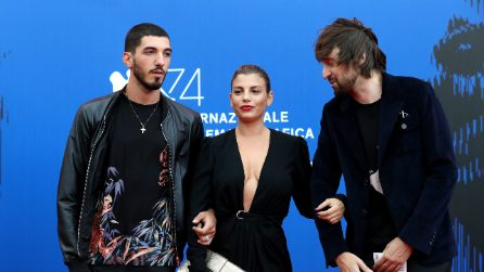 Emma Marrone punta sulla scollatura hot sul red carpet