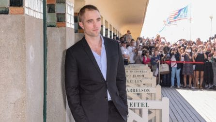 Robert Pattinson con i capelli rasati