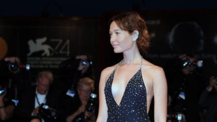 Cristiana Capotondi mette in mostra il seno a Venezia