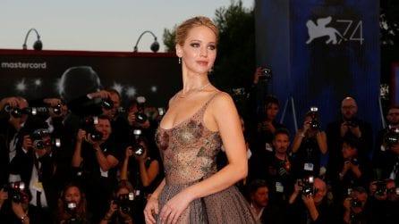 Il look da principessa di Jennifer Lawrence a Venezia