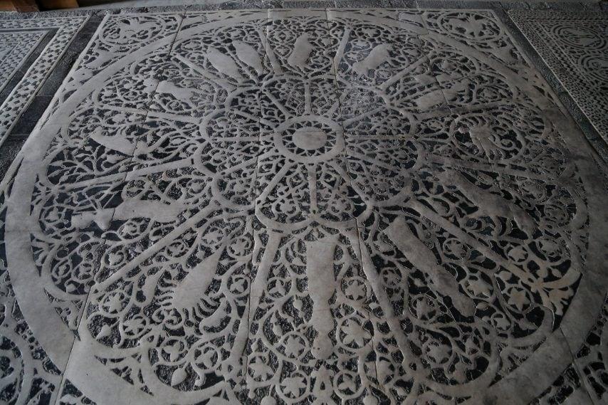 Risalente al 1207, lo zodiaco marmoreo sul pavimento della basilica di San Miniato al Monte fu a lungo considerato solo uno splendido manufatto decorativo, eseguito sul modello di quello del Battistero (oggi non più in uso). Nel 2011, però, Simone Bartolini, esperto di meridiane, scoprí che corrispondeva a una meridiana solstiziale tra le più antiche ancora funzionanti in Europa: se le meridiane del Battistero e del Duomo sono ben documentate, non c'era nulla su quella di San Miniato.