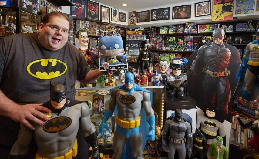 La più grande collezione di memorabilia di Batman appartiene a Brad Ladner (USA) e consta di 8.226 diversi oggetti, come verificato a Roswell, Georgia, USA, l'11 aprile 2015.