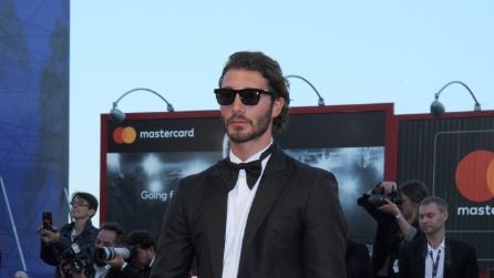 Stefano De Martino in smoking a Venezia