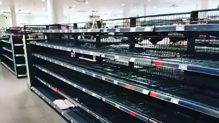 Il supermercato rimuove tutti gli alimenti stranieri: il risultato è scioccante