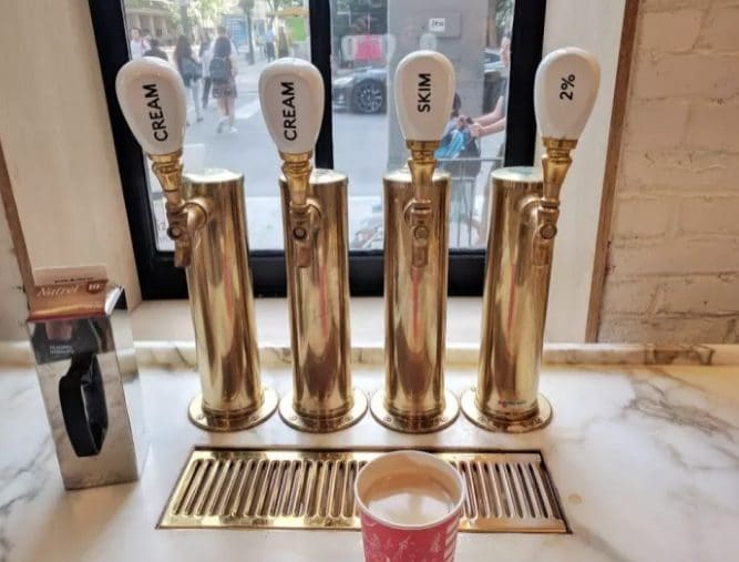 Come distribuire latte e crema in un bar in modo originale?