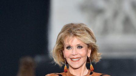 L'Oréal Paris: le modelle sfilano sugli Champs-Élysées
