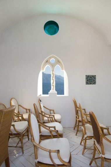 A disposizione sei splendide stanze, una piscina, una piccola cappella, terrazze mozzafiato. www.russotravel.it
