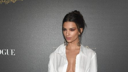 Emily Ratajkowski non indossa il reggiseno al party Vogue